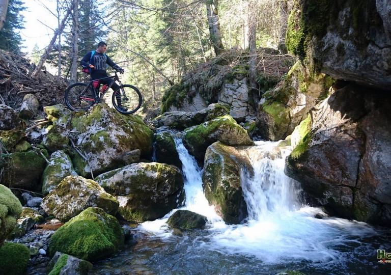 Planinski biciklizam  Highlander_rafting_11